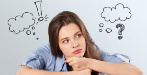 Bilde med kvinne som tenker over finansielle valg.